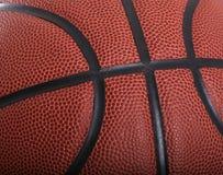 поднимающее вверх баскетбола близкое Стоковая Фотография