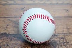 поднимающее вверх бейсбола близкое Стоковое Изображение RF
