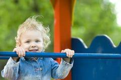 поднимающее вверх белокурого конца ребенка милое Стоковая Фотография