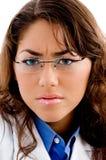 поднимающее вверх близкого доктора eyewear стоковое фото
