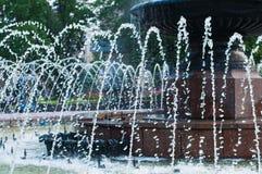 Поднимающее вверх фонтана близкое Стоковая Фотография