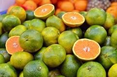 поднимающее вверх clementine близкое стоковые фото
