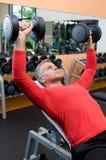 поднимаясь весы человека возмужалые Стоковая Фотография RF