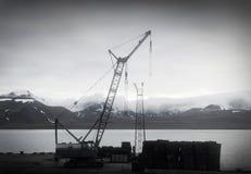 Поднимите кран в Barentsburg, Шпицбергене (Шпицберген) Стоковое фото RF