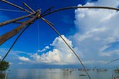 Поднимите сети для того чтобы уловить рыб Стоковые Изображения RF