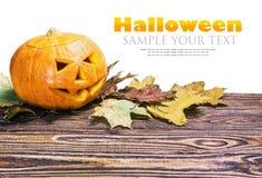 Поднимите фонарик домкратом на хеллоуин сделал из изолированной тыквы Стоковое фото RF