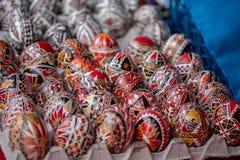 Поднос декоративных пасхальных яя Стоковая Фотография RF