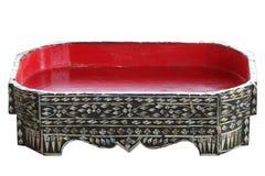 Поднос еды Чиангмая античной культуры традиционный северный тайский, сделанный от древесины и покрашенный с красной, вызвал Khant Стоковые Изображения RF