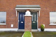 Подобная но различная входная дверь Стоковые Фото