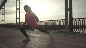 Подогрев девушки на мосте сток-видео