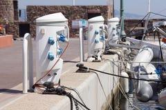Подпирайте основанное на электропитание и батарею прибора электроснабжения порученные на доке Стоковое фото RF