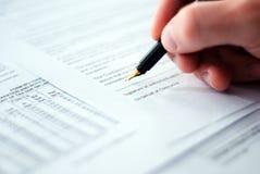 подписание подряда стоковое изображение rf