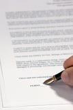 подписание подряда Стоковая Фотография RF