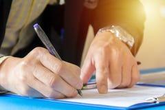 Подписание согласования совместного предприятия стоковая фотография