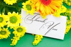 Подписанные маргаритка, gerbera и карточка благодарят вас стоковые фото