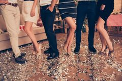 Подрезанное фото 6 первоклассных стильных элегантных хорошо одетых дам стоковые фотографии rf