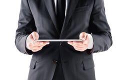 Подрезанный взгляд бизнесмена используя цифровую таблетку Стоковое фото RF