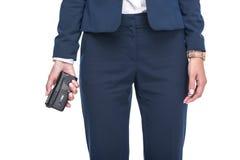 подрезанный взгляд женского диктора в костюмах держа рекордера, стоковое изображение rf