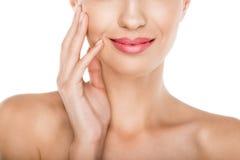 Подрезанный взгляд красивой нагой женщины с стороной совершенной кожи касающей Стоковая Фотография