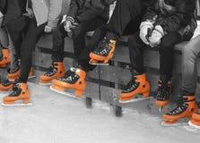 Подростки в оранжевом коньке Стоковая Фотография RF