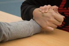 Подростки кулачного боя агрессивные Стоковое Фото