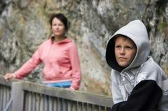 подростковое мальчика с капюшоном Стоковая Фотография RF