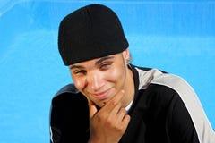 подросток заплывания счастливого бассеина сидя Стоковое фото RF