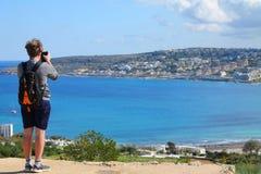Подросток на отключении к Мальте в временени стоковая фотография rf