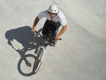подросток скейтборда парка Стоковая Фотография