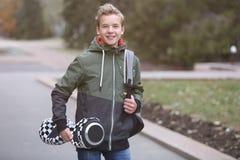 Подросток с gyroscooter в парке стоковые фотографии rf