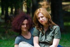 подруги ослабляя Стоковая Фотография RF