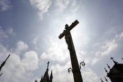 Подсвеченный крест кладбища Стоковая Фотография RF