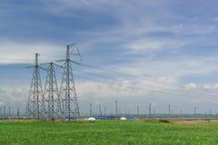 Подстанция опоры и трансформатора электричества на полуострове Taman для того чтобы снабдить электричество инфраструктура крымско Стоковые Фото