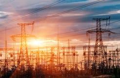 Подстанция распределения электрическая с линиями электропередач стоковое фото rf