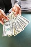 подсчитывать деньги Стоковые Фото