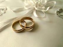 подушка звенит белизна венчания Стоковые Изображения