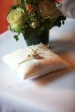 подушка звенит венчание Стоковая Фотография