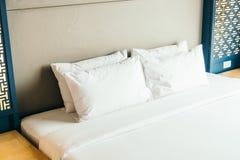Подушка на кровати Стоковое Изображение