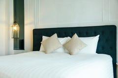 Подушка на кровати Стоковая Фотография