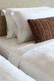 подушки кроватей стоковые фото