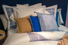Подушки на кровати Стоковое фото RF