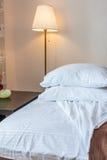 Подушки на кровати Стоковое Изображение