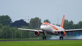 Подход к аэробуса A320 EasyJet сток-видео