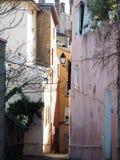 Подъем в узких улочках в старом Лионе, Франции стоковые фотографии rf