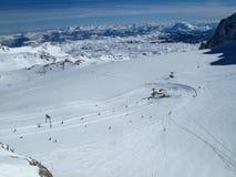 Подъем лыжи ледника Dachstein в Австрию стоковое фото