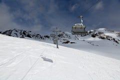 Подъем лыжи на лыжный курорт стоковые изображения