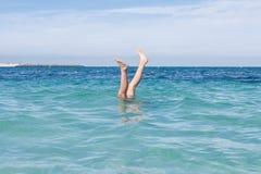 Подъем ног выше вода Стоковое Изображение RF