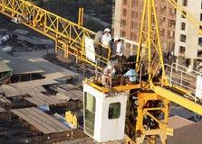 подъем ремонта людей крана для транспортирования болванки высокий Стоковое Изображение RF