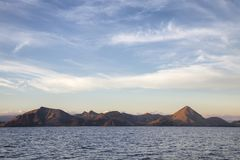 Подъем Солнца острова Rinca стоковые изображения