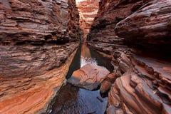 под глубокой пропуская водой gorge Стоковое фото RF